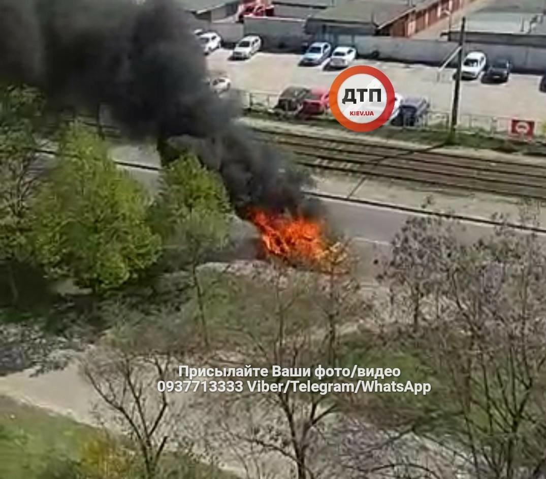 На Закревского дотла сгорел автомобиль (ФОТО), фото-2