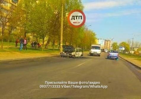 На Закревского дотла сгорел автомобиль (ФОТО), фото-1