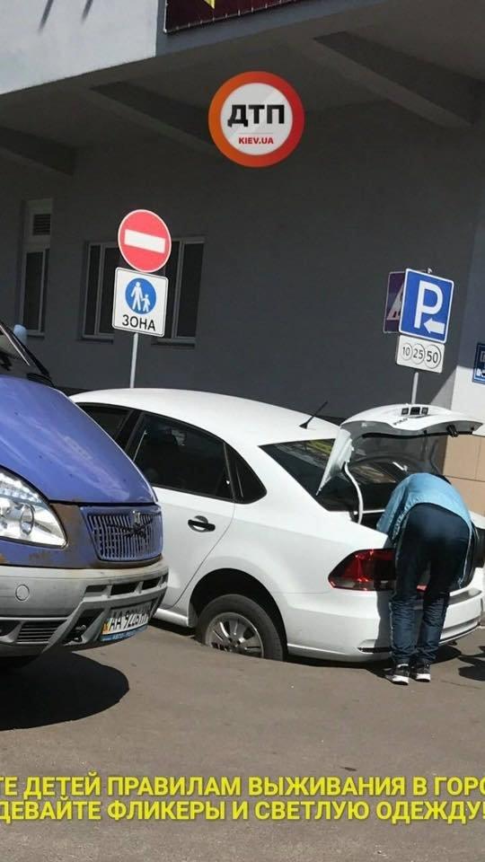 В Киеве автомобиль провалился под асфальт (ФОТО), фото-2