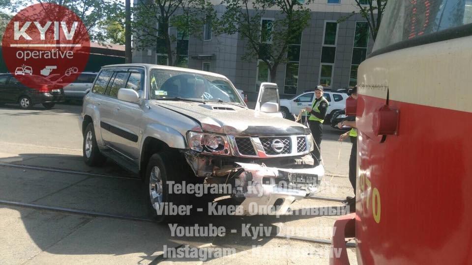В Киеве столкнулись трамвай и авто, фото-2