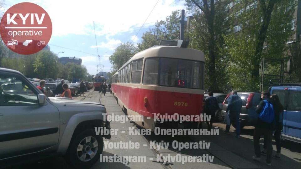 В Киеве столкнулись трамвай и авто, фото-3