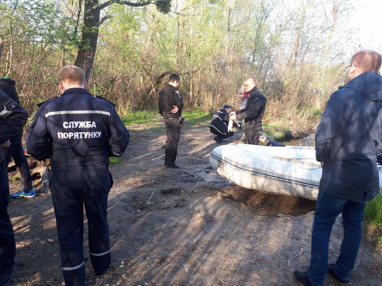 В Киеве из Днепра достали тело неизвестного мужчины (ФОТО), фото-2