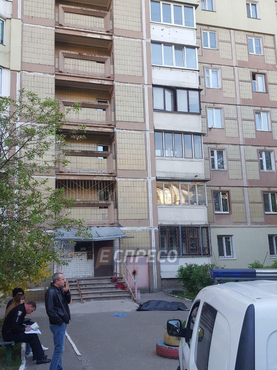 В Киеве девушка выпрыгнула с шестого этажа многоэтажки и погибла, фото-2