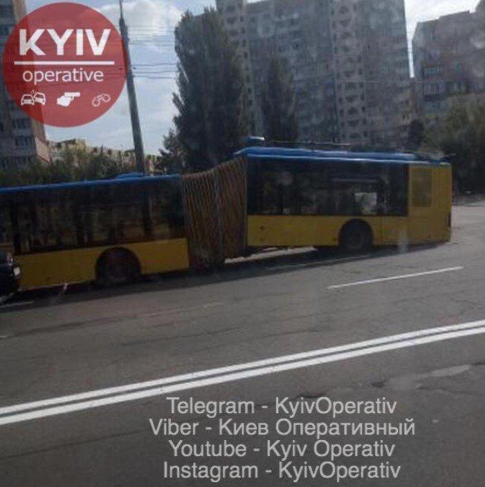 Проезд по 8 грн: в Киеве развалился троллейбус, - ФОТО, фото-1