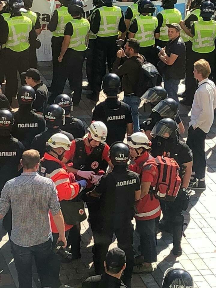 Под Верховной Радой произошла массовая драка, есть пострадавший, - ФОТО, фото-2