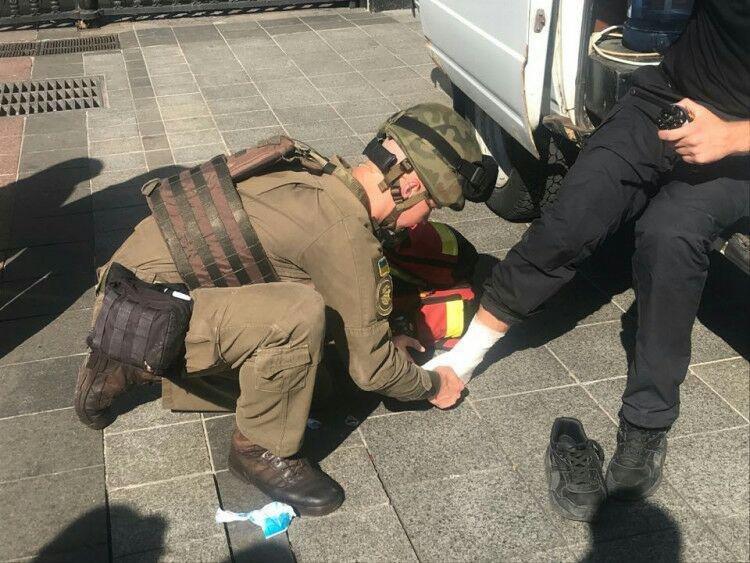 Под Верховной Радой произошла массовая драка, есть пострадавший, - ФОТО, фото-3