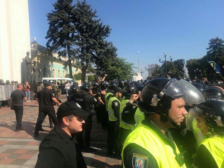 Под Верховной Радой произошла массовая драка, есть пострадавший, - ФОТО, фото-4