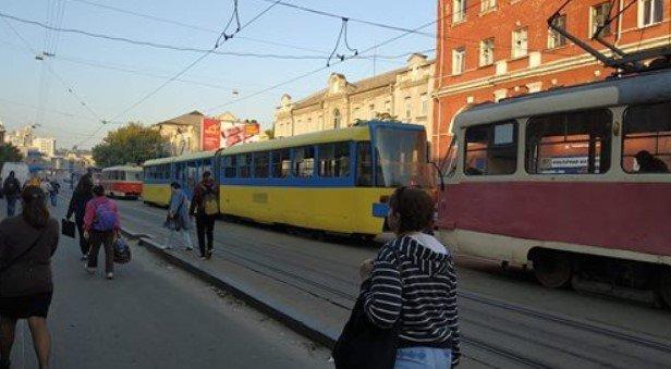 Объезжайте заранее: на Старовокзальной остановились трамваи, - ФОТО, фото-1