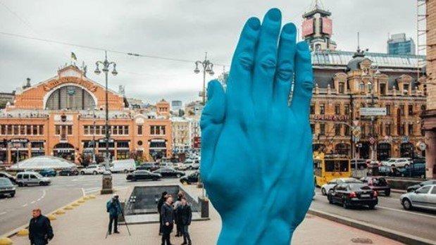 Смотри, синяя рука на Бессарабке: 5 фактов о новом монументе, фото-6