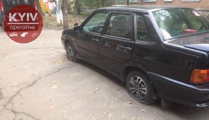 Вандалы прокололи шины десятка авто в Киеве: полиция рассказала детали, фото-2