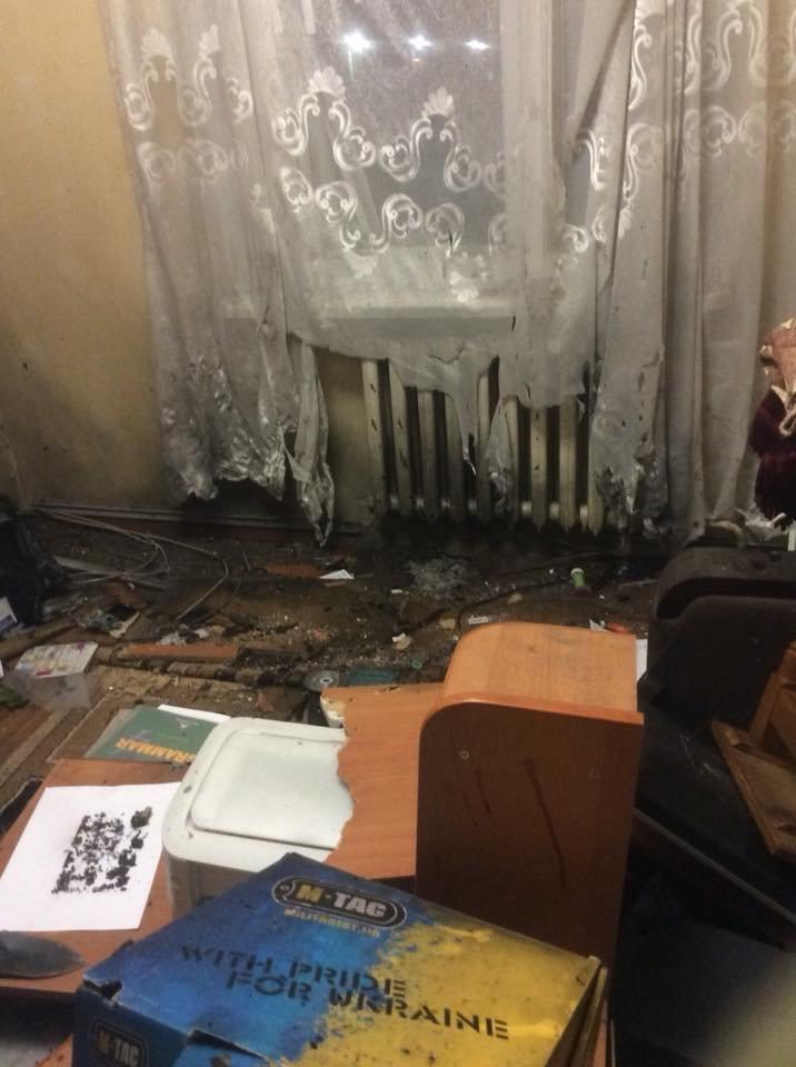 Под Киевом в квартиру координатора С14 бросили взрывчатку, пострадал человек, - ФОТО, фото-8