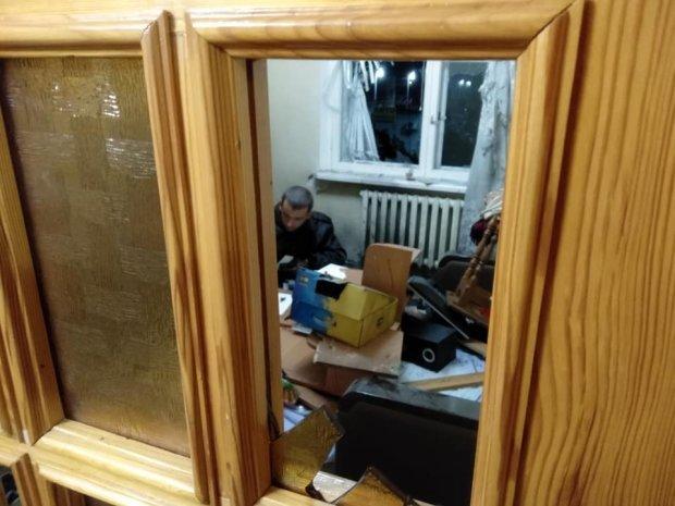 Под Киевом в квартиру координатора С14 бросили взрывчатку, пострадал человек, - ФОТО, фото-9