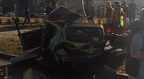 На проспекте Ватутина произошло смертельное ДТП: автомобиль врезался в столб, фото-1