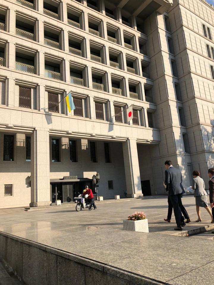 Над мэрией города Осаки подняли украинский флаг, фото-1