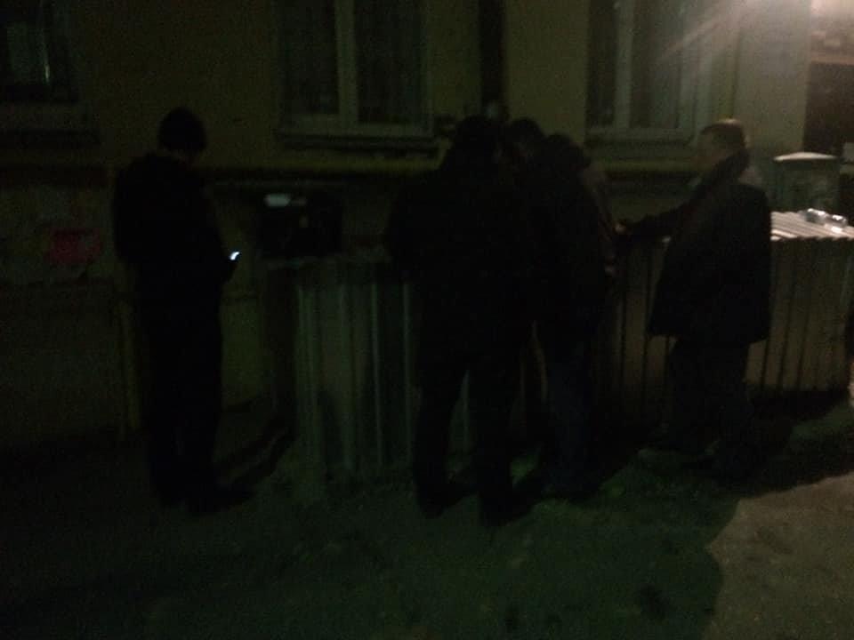 След окровавленной руки на стене: в Киеве на Саксаганского мужчина стал жертвой наводчицы и налетчика, - ФОТО, ВИДЕО, фото-1