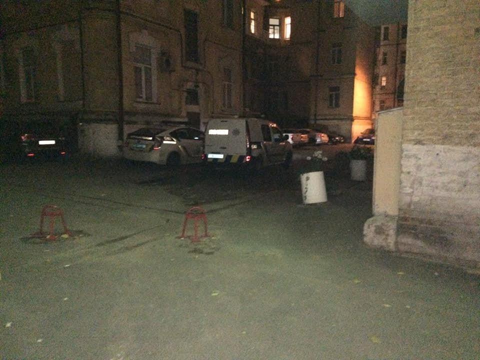 След окровавленной руки на стене: в Киеве на Саксаганского мужчина стал жертвой наводчицы и налетчика, - ФОТО, ВИДЕО, фото-7