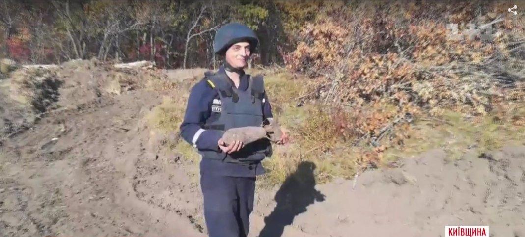 В лесах под Киевом нашли заброшенный склад снарядов Второй Мировой войны. Сейчас боеприпасы уничтожают, - ФОТО, ВИДЕО, фото-1
