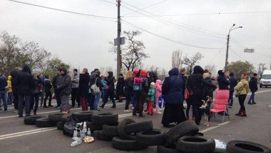 Перекрыто Харьковское шоссе: протестуют жители, которым отключили электричество. Левый берег парализован, фото-2
