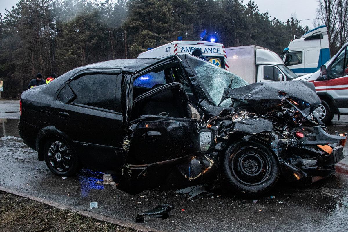 В Киеве столкнулись фура и легковой автомобиль: пятеро пострадавших , фото-1, Фото: Информатор