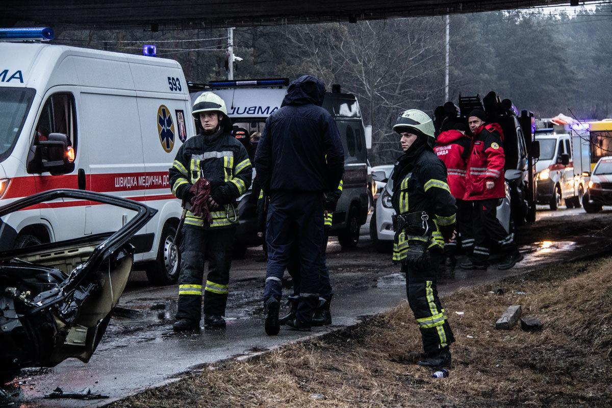 В Киеве столкнулись фура и легковой автомобиль: пятеро пострадавших , фото-2, Фото: Информатор