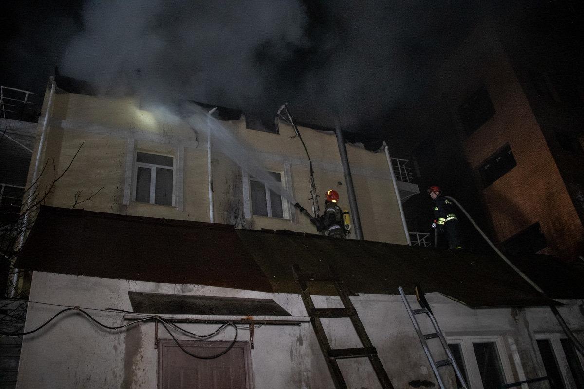 На Куреневке произошел пожар в трехэтажном доме, - ВИДЕО, фото-4, Фото: Информатор