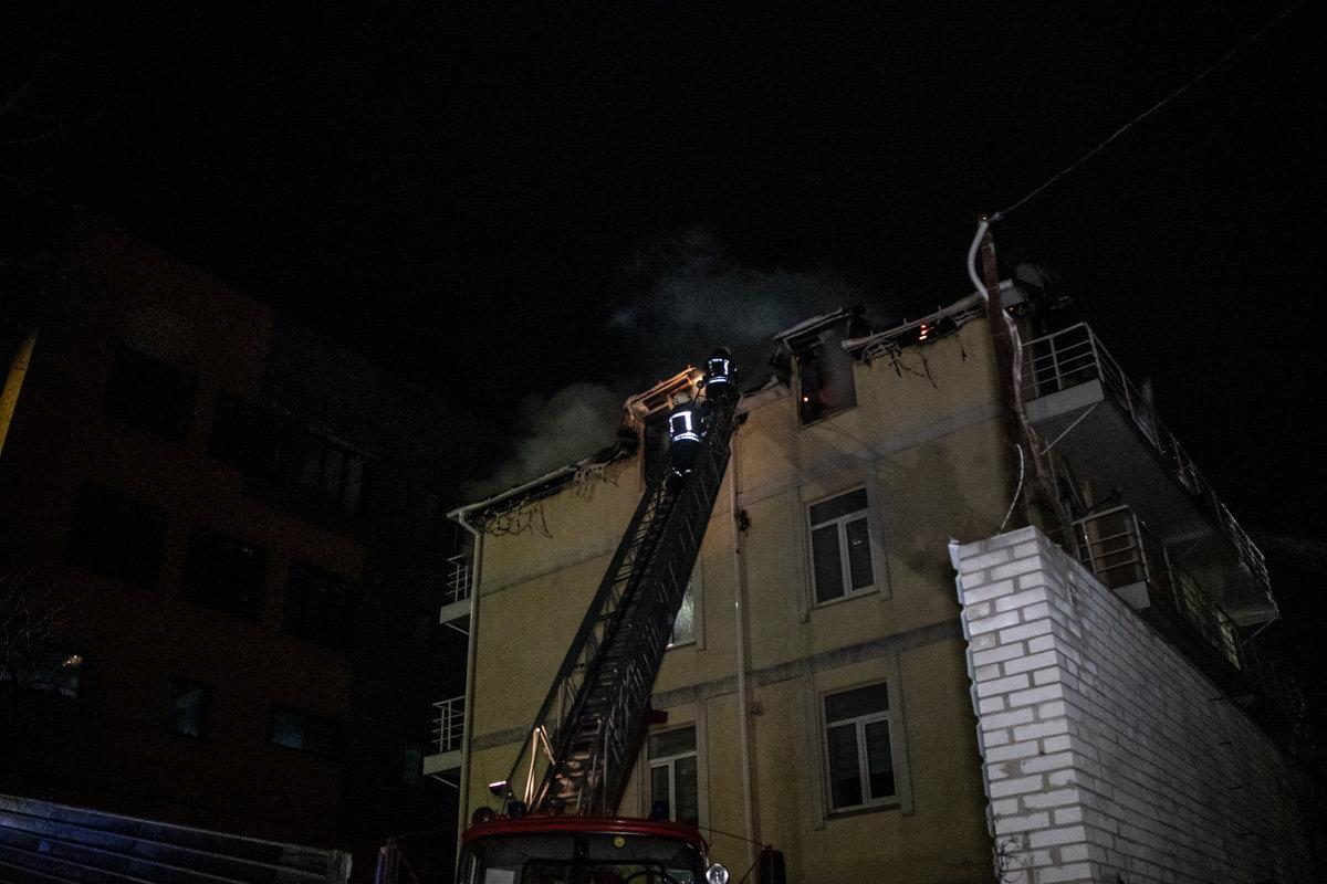 На Куреневке произошел пожар в трехэтажном доме, - ВИДЕО, фото-1, Фото: Информатор