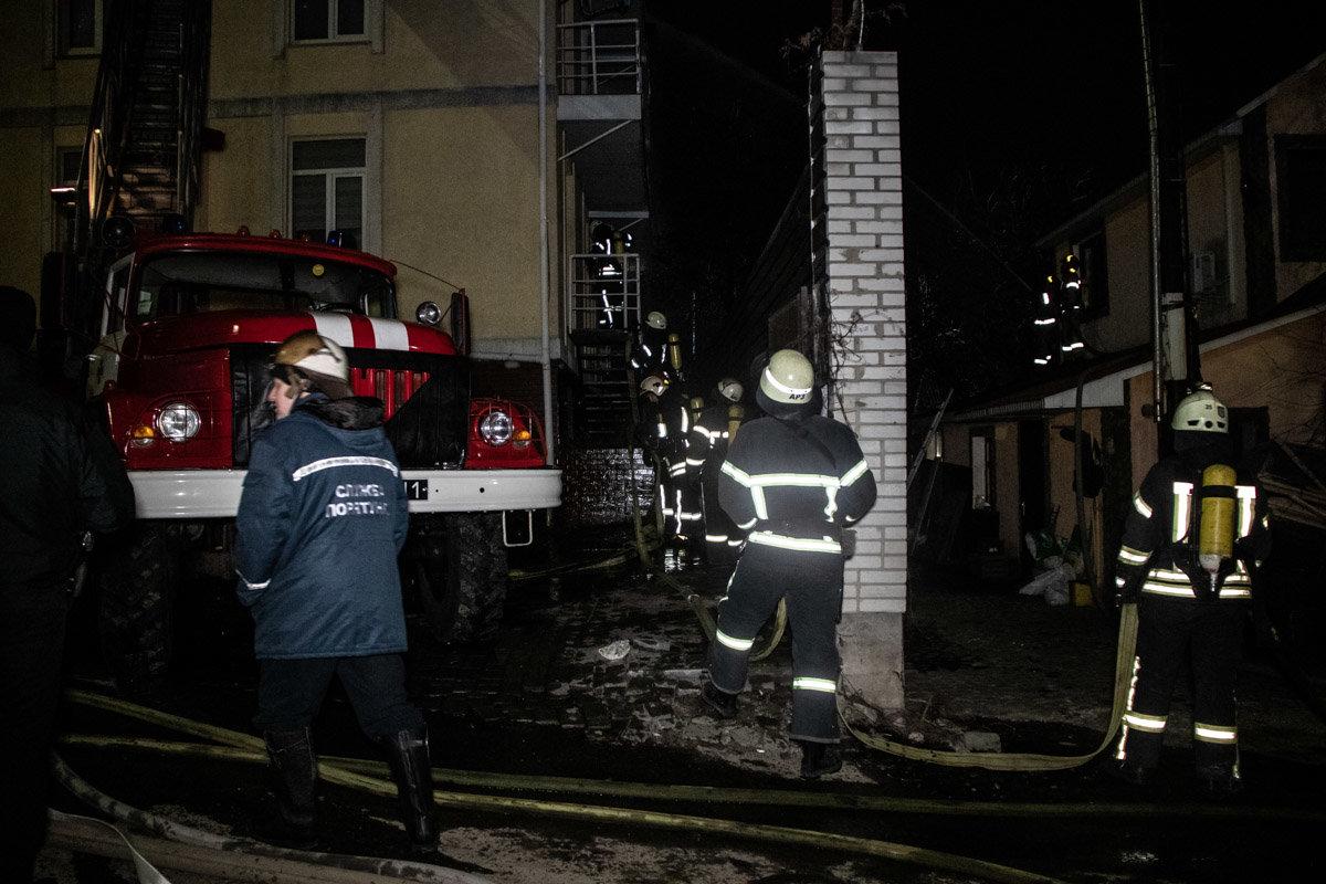 На Куреневке произошел пожар в трехэтажном доме, - ВИДЕО, фото-2, Фото: Информатор