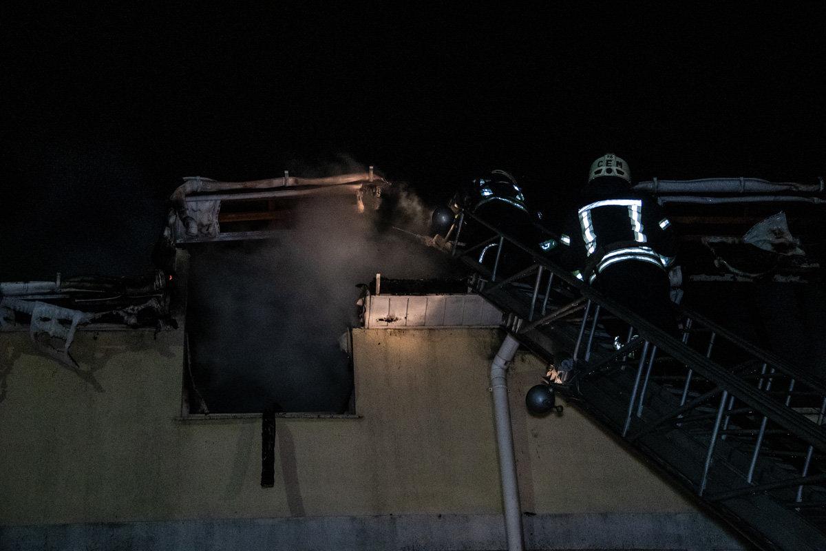 На Куреневке произошел пожар в трехэтажном доме, - ВИДЕО, фото-3, Фото: Информатор