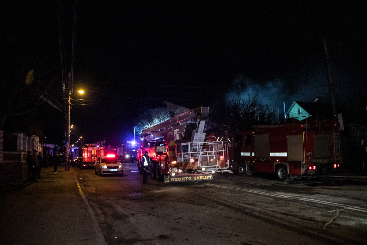 На Куреневке произошел пожар в трехэтажном доме, - ВИДЕО, фото-6, Фото: Информатор