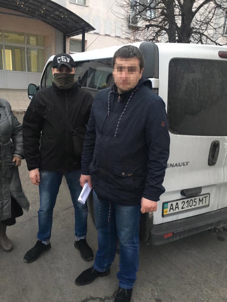 50 тысяч гривен: в Киеве поймали на взятке двух чиновников Госаудитслужбы, - ФОТО, фото-2