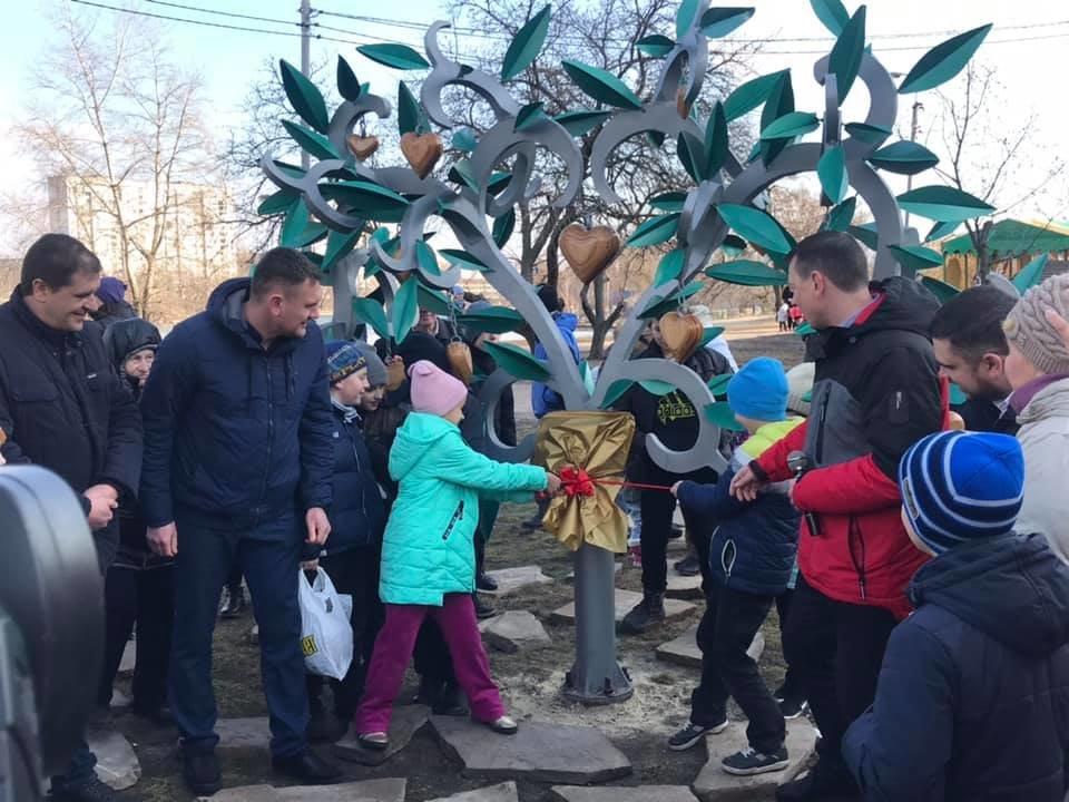 Место для поцелуев: в Киеве появился новый арт-объект, - ФОТО, фото-3