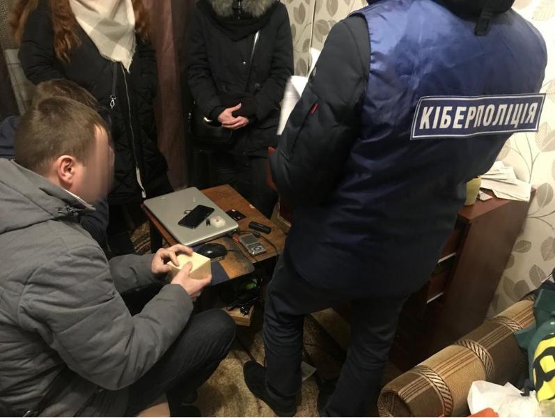 Подделывали карты: трое киевлян крали деньги с банковских карт отдыхающих украинцев, фото-2