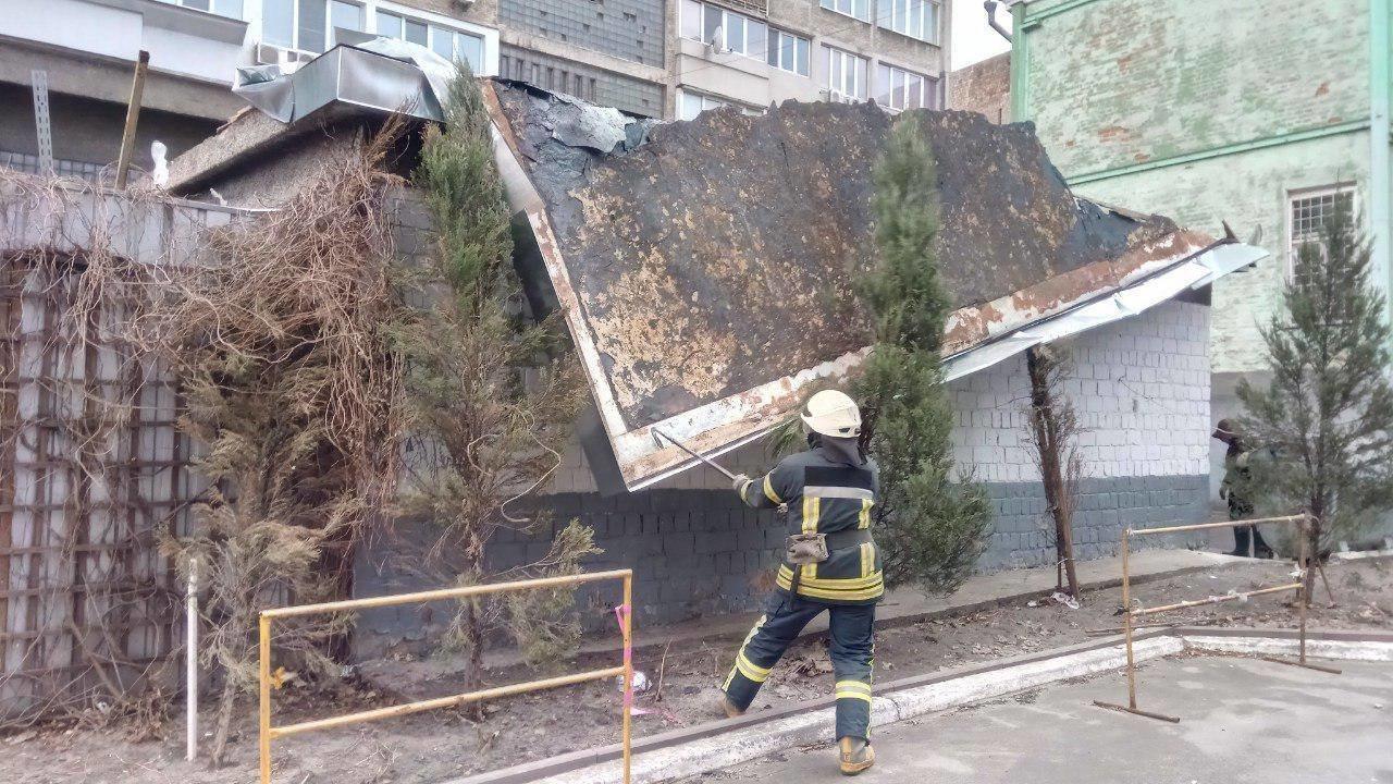 Из-за непогоды киевские спасатели 30 раз выезжали на вызовы, - ФОТО, фото-2