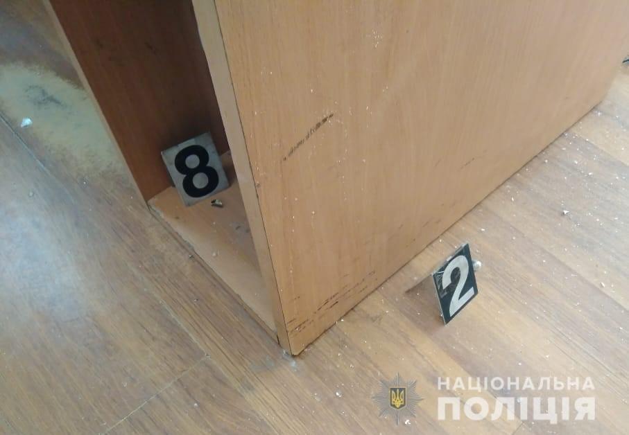 В Киеве неизвестный стрелял в здание суда, - ФОТО, фото-3