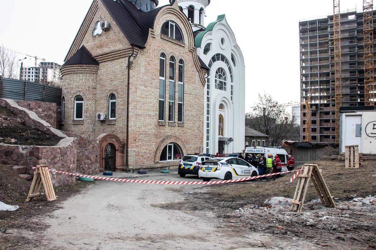Возле церкви в Шевченковском районе столицы обнаружили тело человека, - ФОТО, фото-1, Фото: Информатор