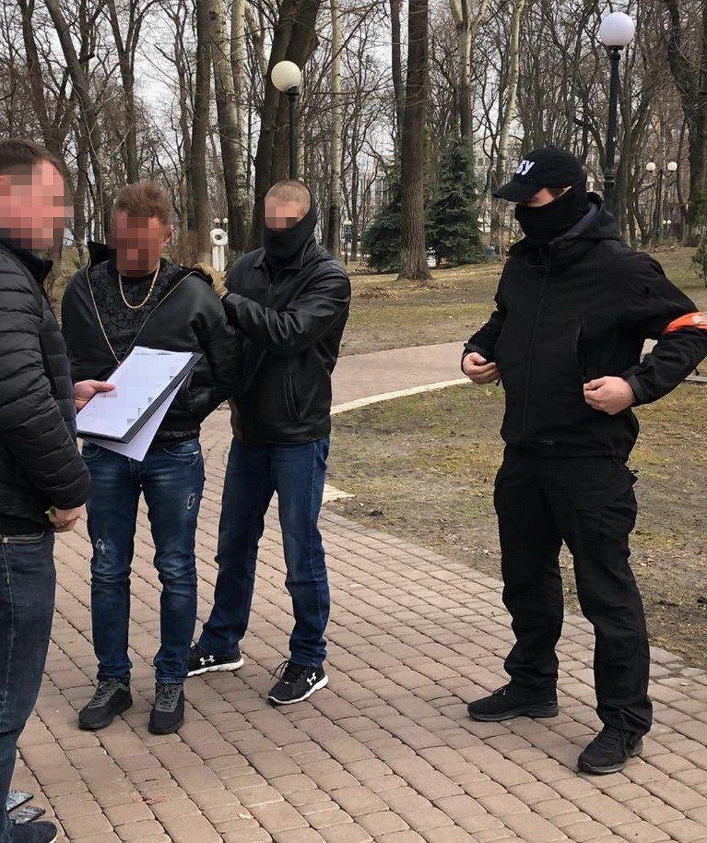 В Киеве разоблачили советника МВД на взятке от владельцев сети ломбардов, фото-2
