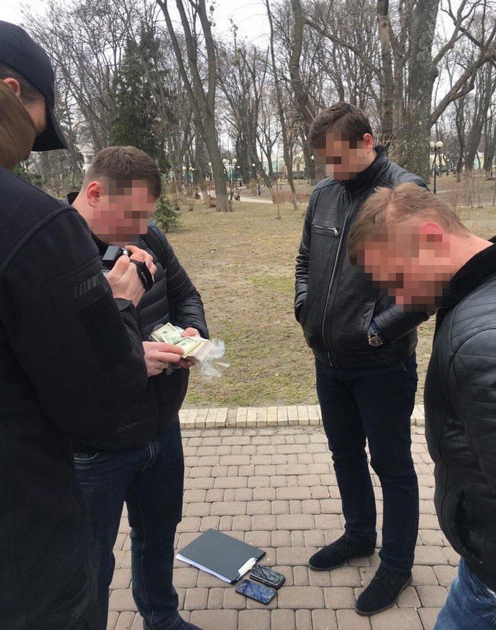 В Киеве разоблачили советника МВД на взятке от владельцев сети ломбардов, фото-1