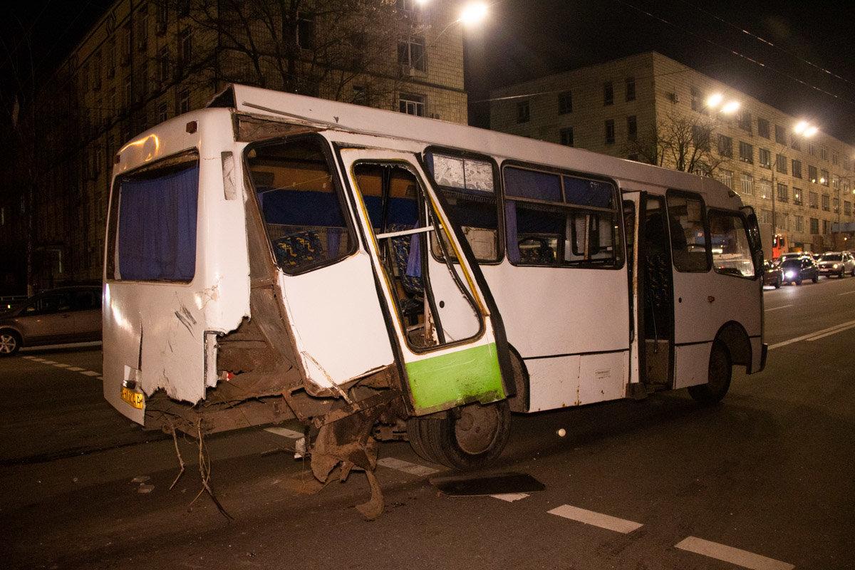 В Киеве произошла тройная ДТП с участием маршрутки с пассажирами: есть пострадавшие, - ФОТО, фото-3, Фото: Информатор
