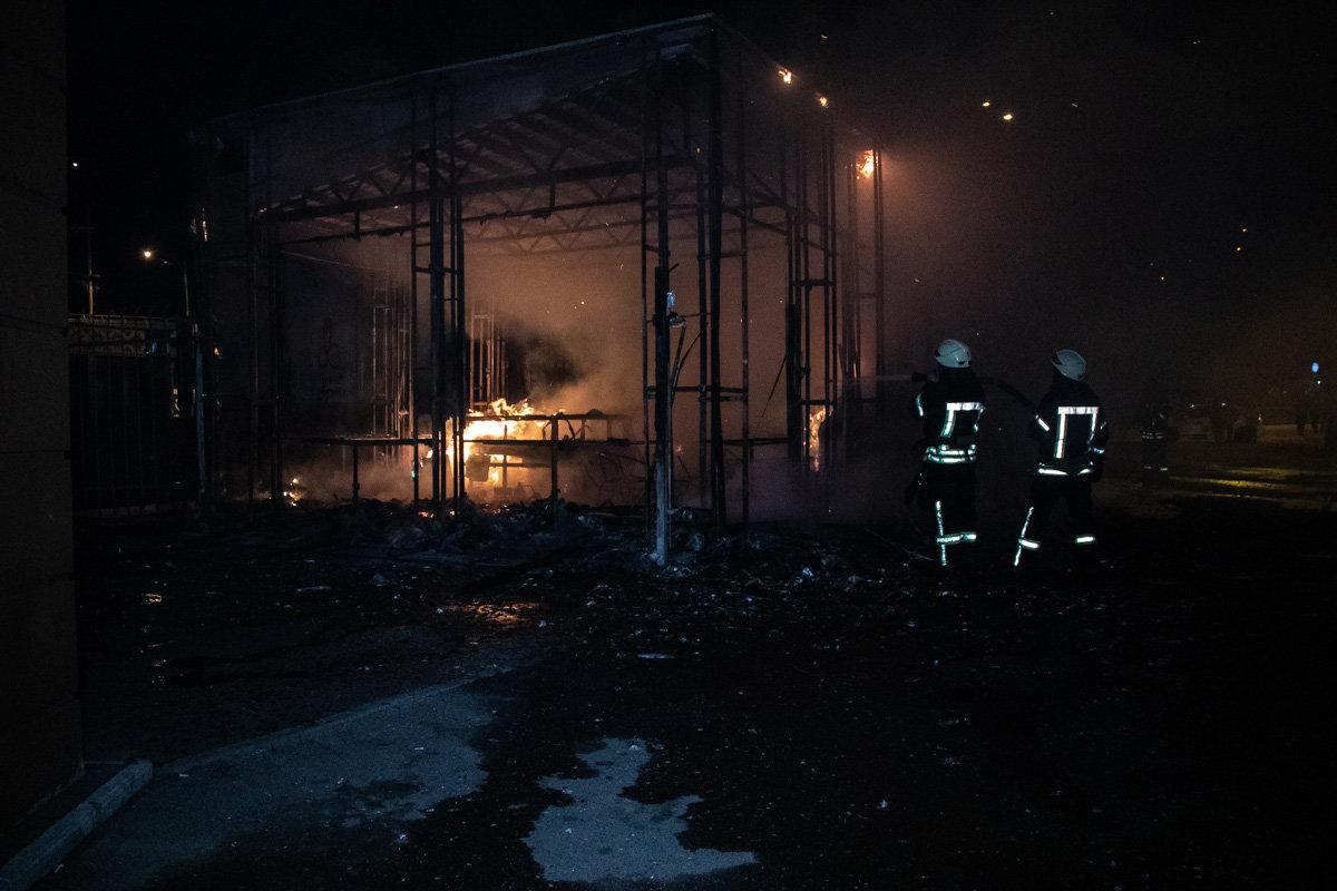 На одном из рынков Киева горел торговый павильон, - ФОТО, фото-2