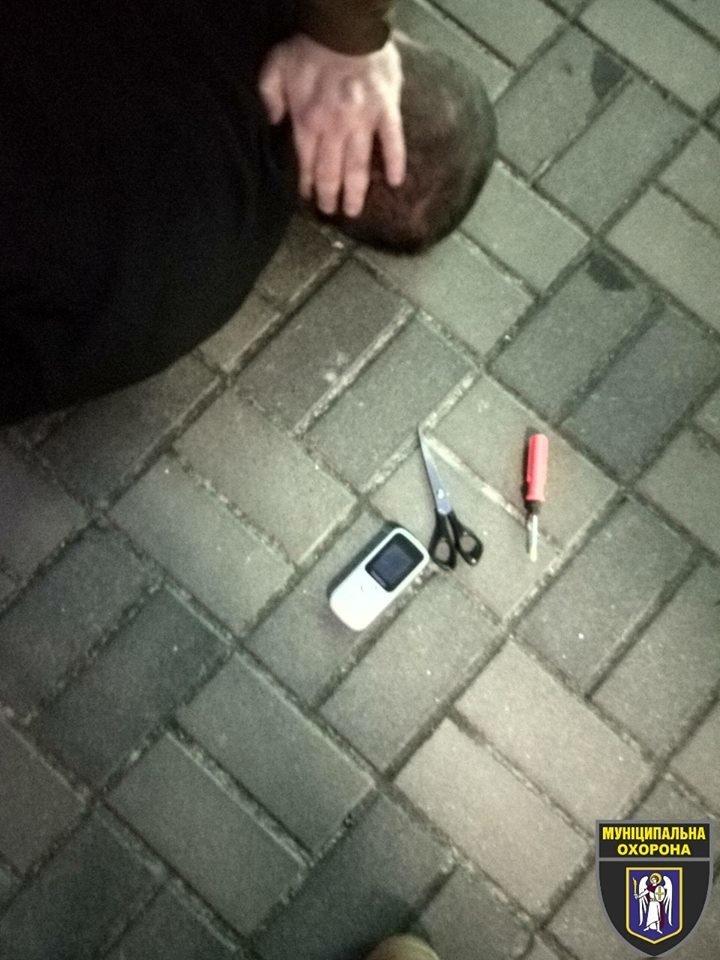 С ножом и в рясе: в Киеве задержали неадекватного мужчину, который устроил погром в больнице, - ФОТО, фото-3