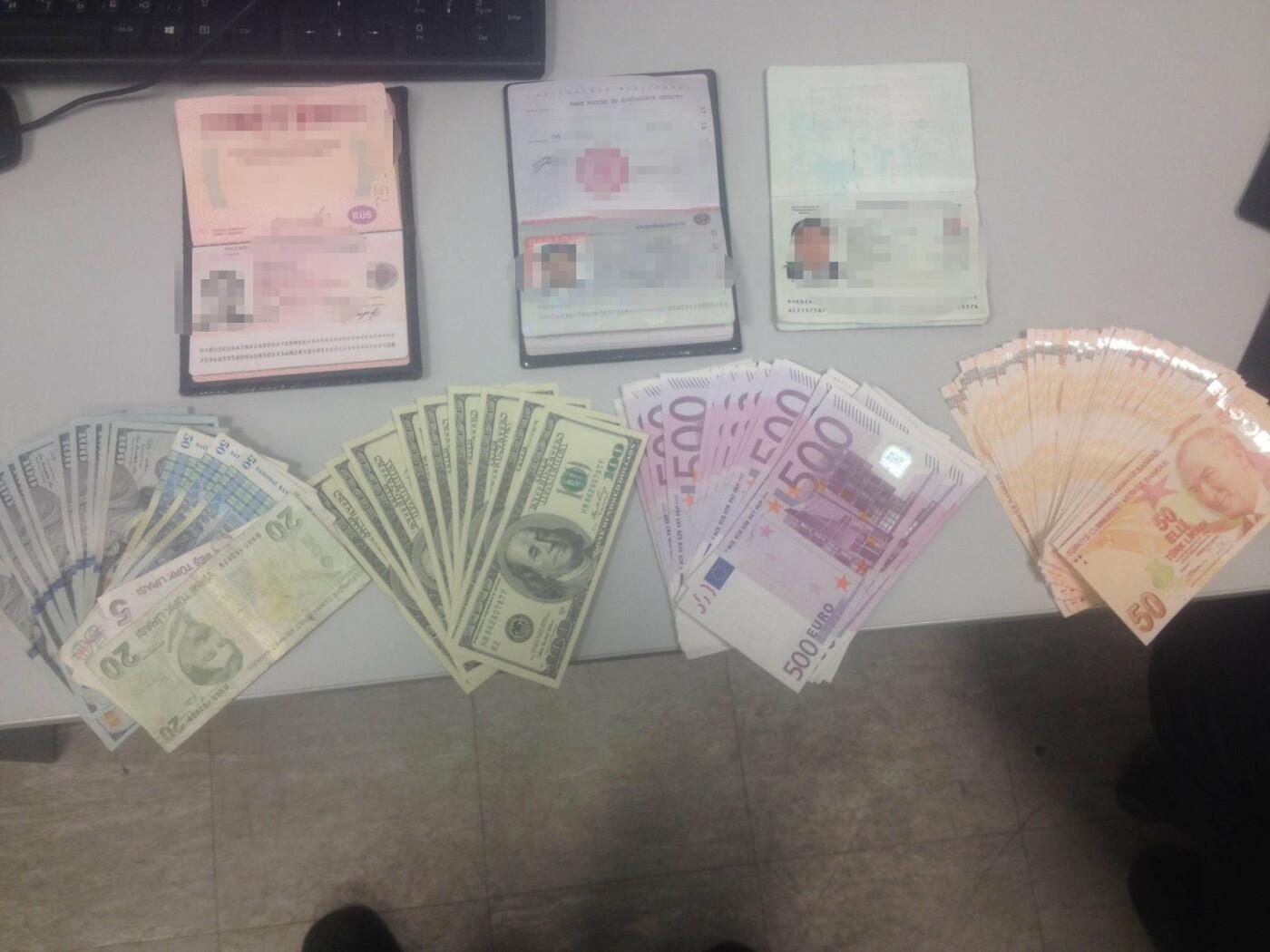 """В аэропорту """"Борисполь"""" пытался сбежать гражданин Киргизии с поддельной валютой, фото-1"""