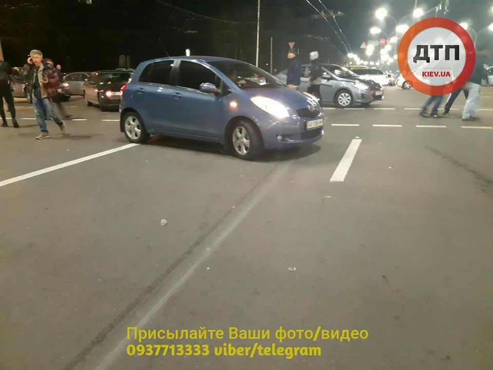 Возле Дорогожичей водитель автобуса сбил трех пешеходов: появились подробности, фото-5, Фото: facebook.com/dtp.kiev.ua