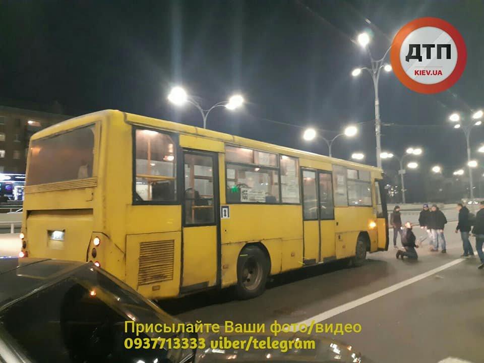 Возле Дорогожичей водитель автобуса сбил трех пешеходов: появились подробности, фото-2, Фото: facebook.com/dtp.kiev.ua