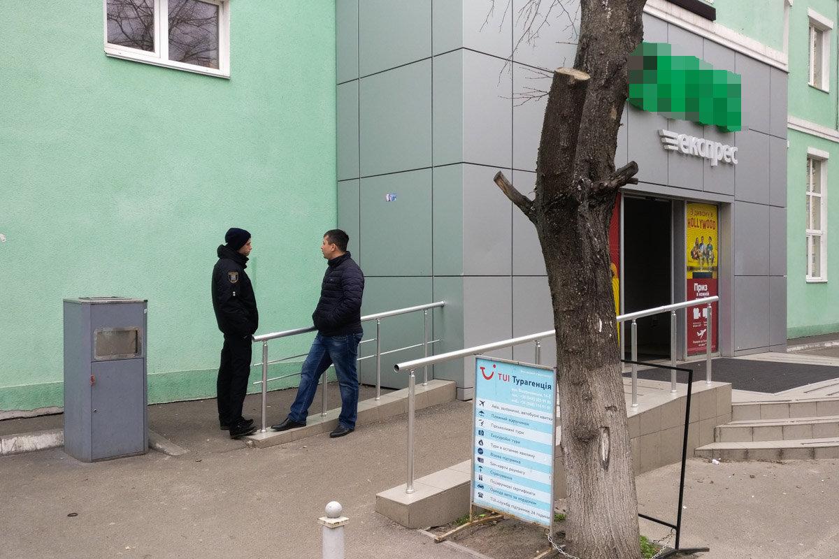 Возле одного из супермаркетов в Киеве нашли  гранату, - ФОТО, фото-1, Фото: Информатор