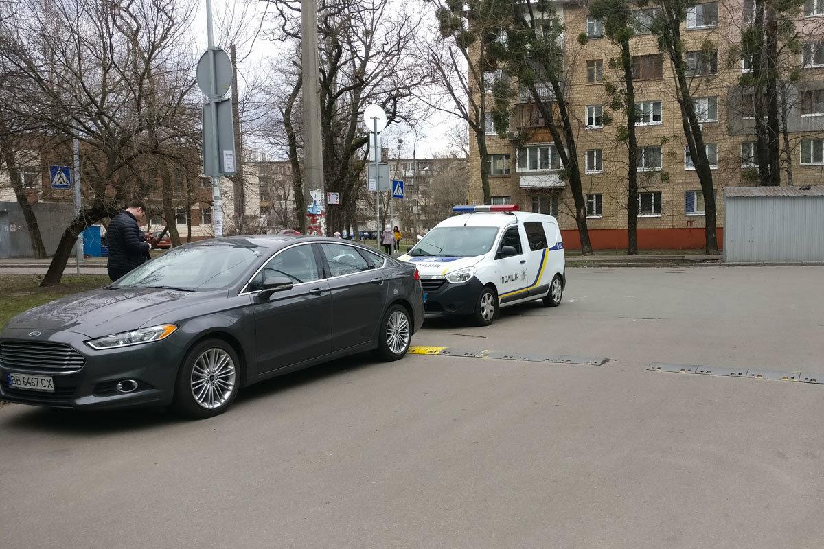 Возле одного из супермаркетов в Киеве нашли  гранату, - ФОТО, фото-2, Фото: Информатор
