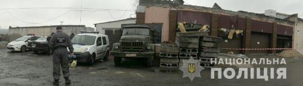 В Киеве в гараже на двух женщин упали бетонные плиты от потолка, - ФОТО, фото-2