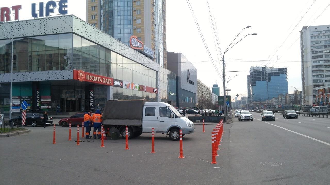 Чтобы не парковались: в Киеве установили делиниаторы на проспекте Победы, - ФОТО, фото-4
