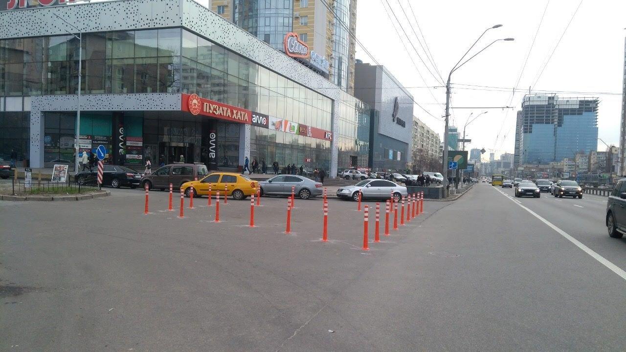 Чтобы не парковались: в Киеве установили делиниаторы на проспекте Победы, - ФОТО, фото-2