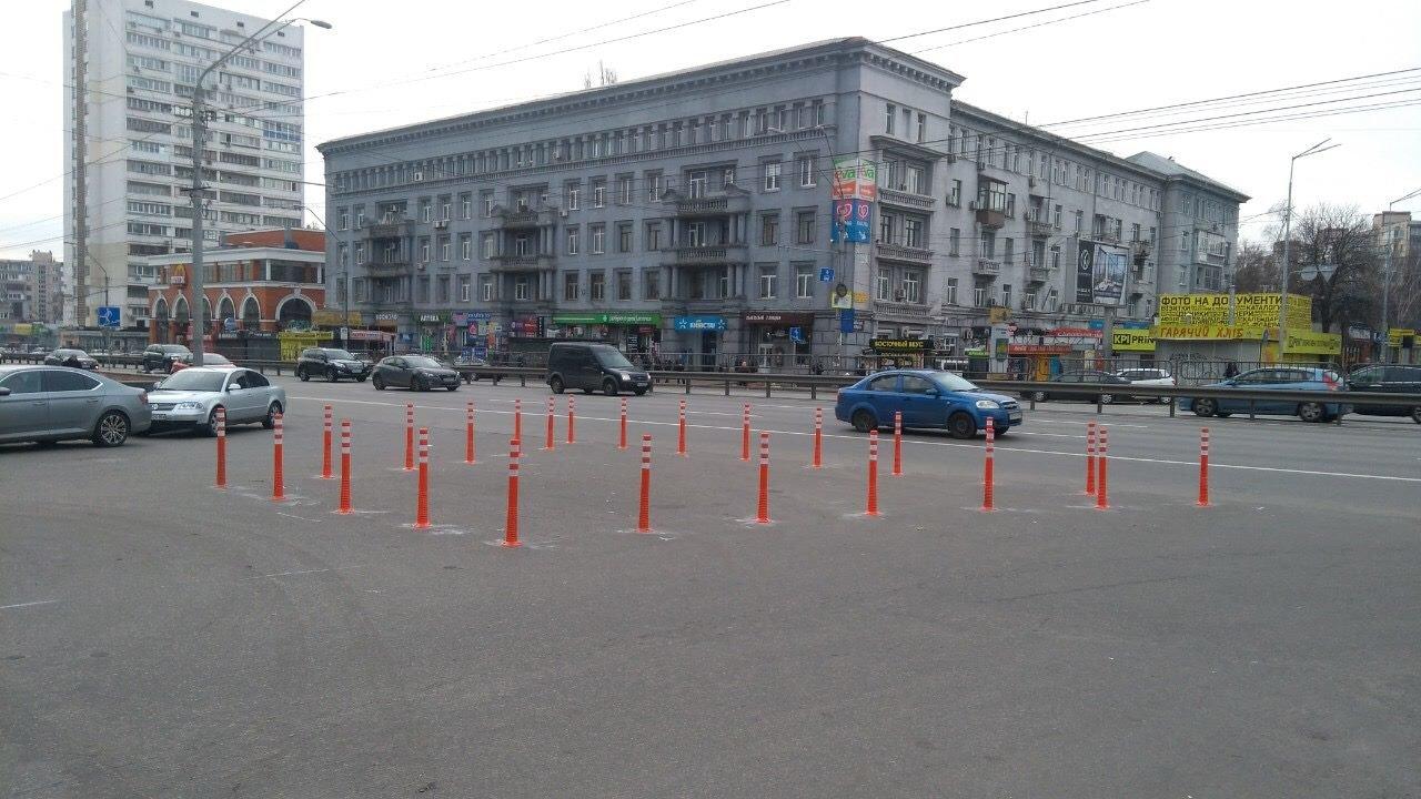 Чтобы не парковались: в Киеве установили делиниаторы на проспекте Победы, - ФОТО, фото-1