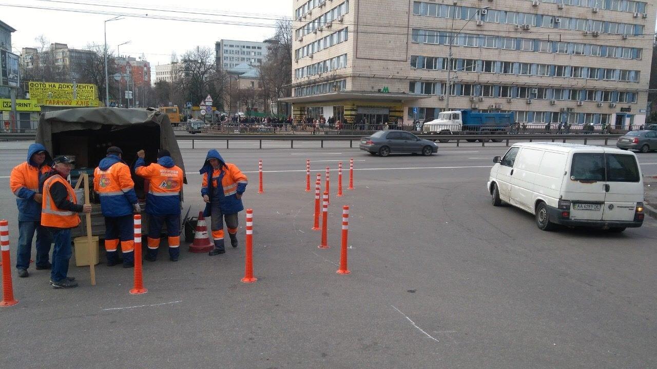 Чтобы не парковались: в Киеве установили делиниаторы на проспекте Победы, - ФОТО, фото-3